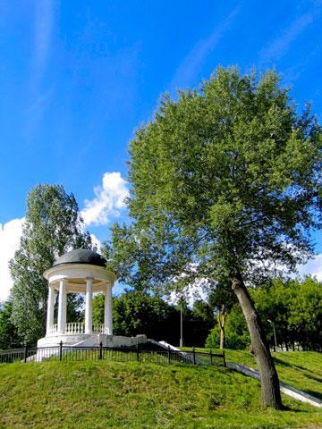 Кострома. Беседка Островского .В жаркий летний день