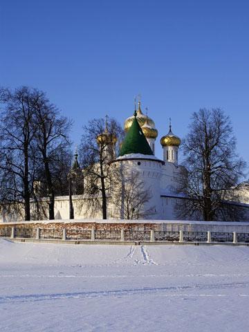 Кострома. Ипатьевский монастырь .На Костроме-реке зимой