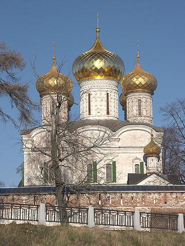 Кострома. Ипатьевский монастырь .Весной
