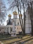 Кострома. Ипатьевский монастырь .Весной на территории
