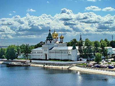 Кострома. Ипатьевский монастырь .В жаркий летний день