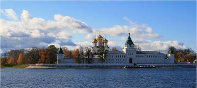 Кострома. Ипатьевский монастырь .Осенний пейзаж