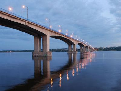Кострома. Мост через реку Волгу .Тёплым летним вечером
