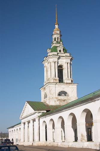 Кострома. Торговые ряды .Церковь Спаса в Мучных рядах