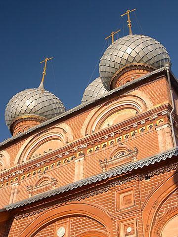 Кострома. Церковь Воскресения на Дебре .Купола Церкви