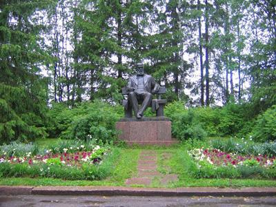 Кострома. Щелыково .Памятник А.Н. Островскому