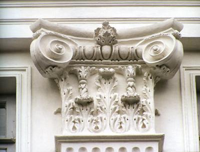 Кострома. Дворянское собрание .Лепной декор фасада Дворянского собрания