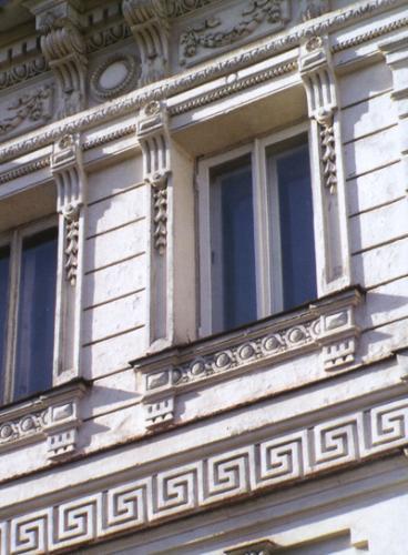 Кострома. Улицы города .Фрагмент фасада Доходного дома И.П. Третьякова