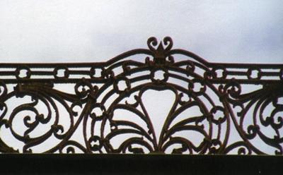 Кострома. Усадьба Колодезниковой .Парапетная решетка