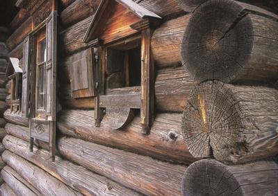 Кострома. Музей деревянного зодчества .Фрагмент фасада музея