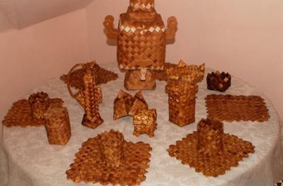 Кострома. Музей - усадьба льна и бересты .Чайный сервиз из бересты
