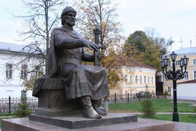 Кострома. Сусанинская площадь .Памятник Юрию Долгорукому