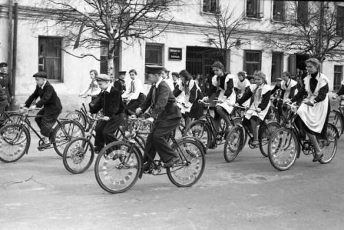 Кострома. Кострома 50-х годов .1 Мая 1958 г. А это пионеры