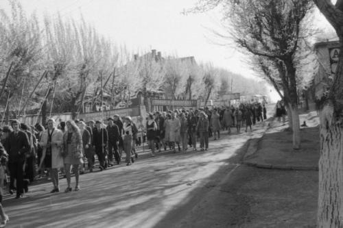 Кострома. Кострома 60-70-е .32 школа идет на демонстрацию
